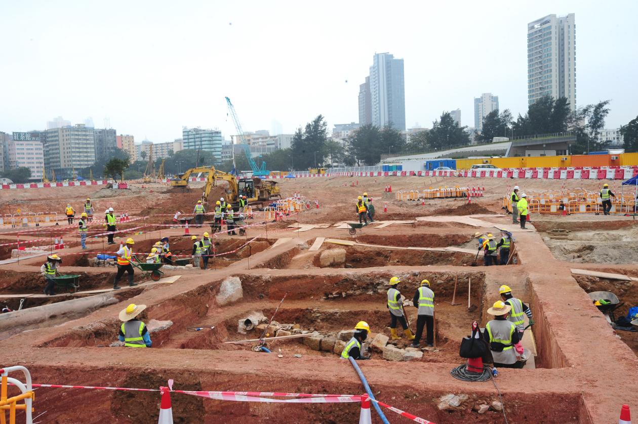 開挖的範圍相等於四個足球場